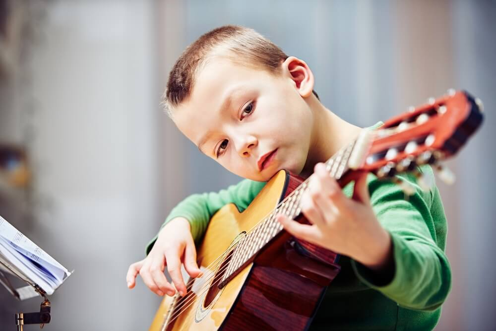 guitar lessons for kids what age to start